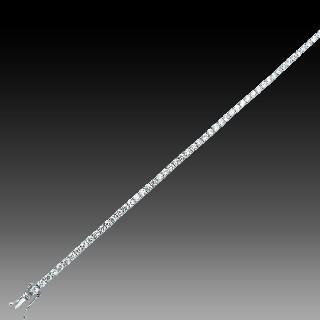 Bague en Or gris 18K avec un Tourmaline Verte et Diamants. Taille 48.