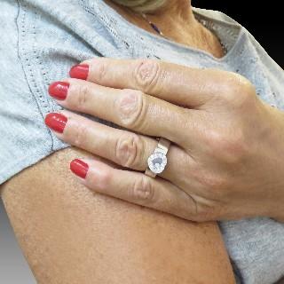"""Boucles d'oreilles Boucheron """"Ava"""" Or gris en 18k et diamants."""