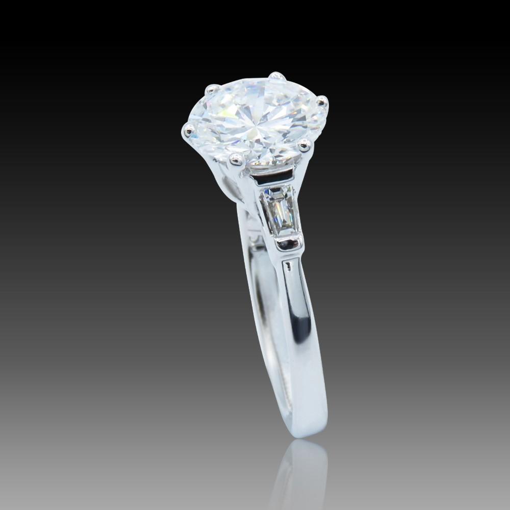 Solitaire en or 18k  avec Diamant brillant de 1.67 Cts I-SI2 .