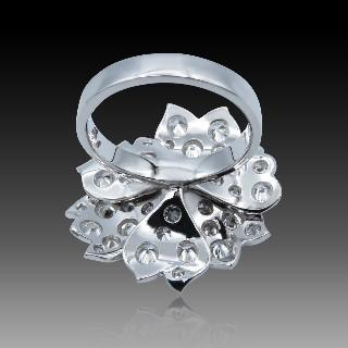 Boutons de Manchettes en or gris 18k et diamants.