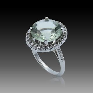Bague en or gris 18k avec Tanzanite de 2.61 Cts et diamants brillants .