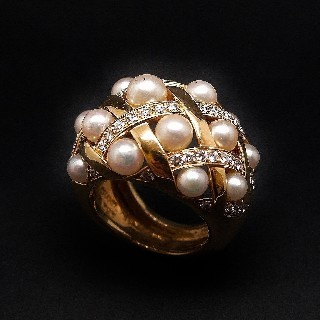 "Bague CHANEL collection "" Baroque "" Perles et diamants. Taille 53."