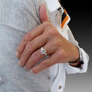 Solitaire en Or gris 18 Cts avec Diamant brillant 1,77 Cts G-VS1 + 0,18 Cts