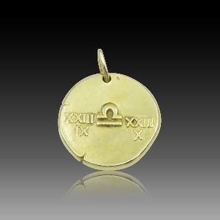 """Médaille Van Cleef & Arpels Zodiaque """"Balance"""" en Or jaune 18k massif vers 1970."""