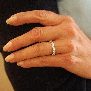 Alliance or gris 18k avec 2. 15 Cts de Diamants Brillants G-VS. Taille 53.