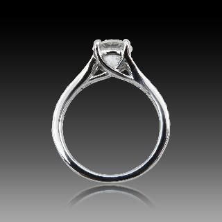 Solitaire en or gris 18k avec Diamant de 1,30 Ct F-SI1 .Certificat HRD.
