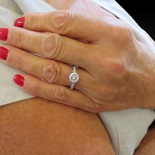 Solitaire en or gris 18k avec Diamant de 1,30 Ct F-SI1 Certificat HRD.