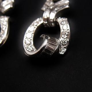 Boucles d'oreilles en platine vers 1930 avec 4.0 Carats de diamants.