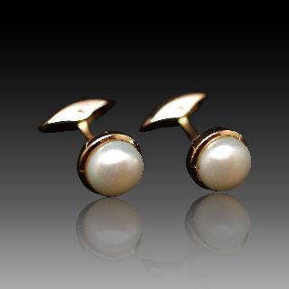 Boutons de Manchettes en or 18k et perles Mabé.