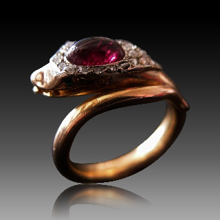 """Bague """"Serpent"""" Or Rose 18K Rubis Cabochon + Diamants Taille Rose Vers 1890."""