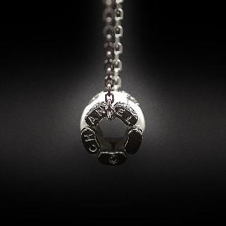 """Collier Pendentif Chanel """"Ultra"""" Diamants et Céramique Blanche."""