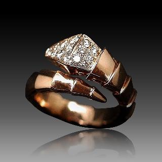 """Bague Bulgari en Or rose 18 Cts modèle """"Serpenti"""" avec Diamants de 2013."""