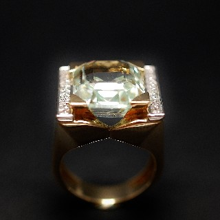 Imposante Bague mixte en or jaune 18k avec Aigue marine et Diamants.