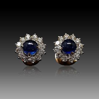 Boucles Oreilles Or 18 Cts avec Diamants et Saphirs Cabochons