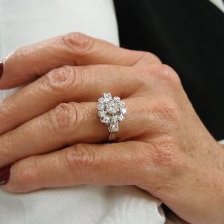 Bague en platinev avec 1.30 de Diamants. Vers 1950