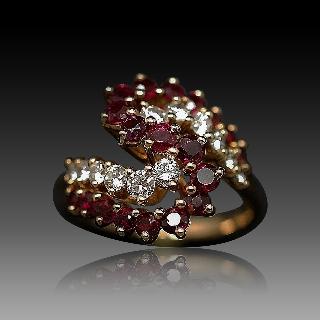 Bague Or Jaune 18K, Rubis et Diamants brillants. Taille 51-52