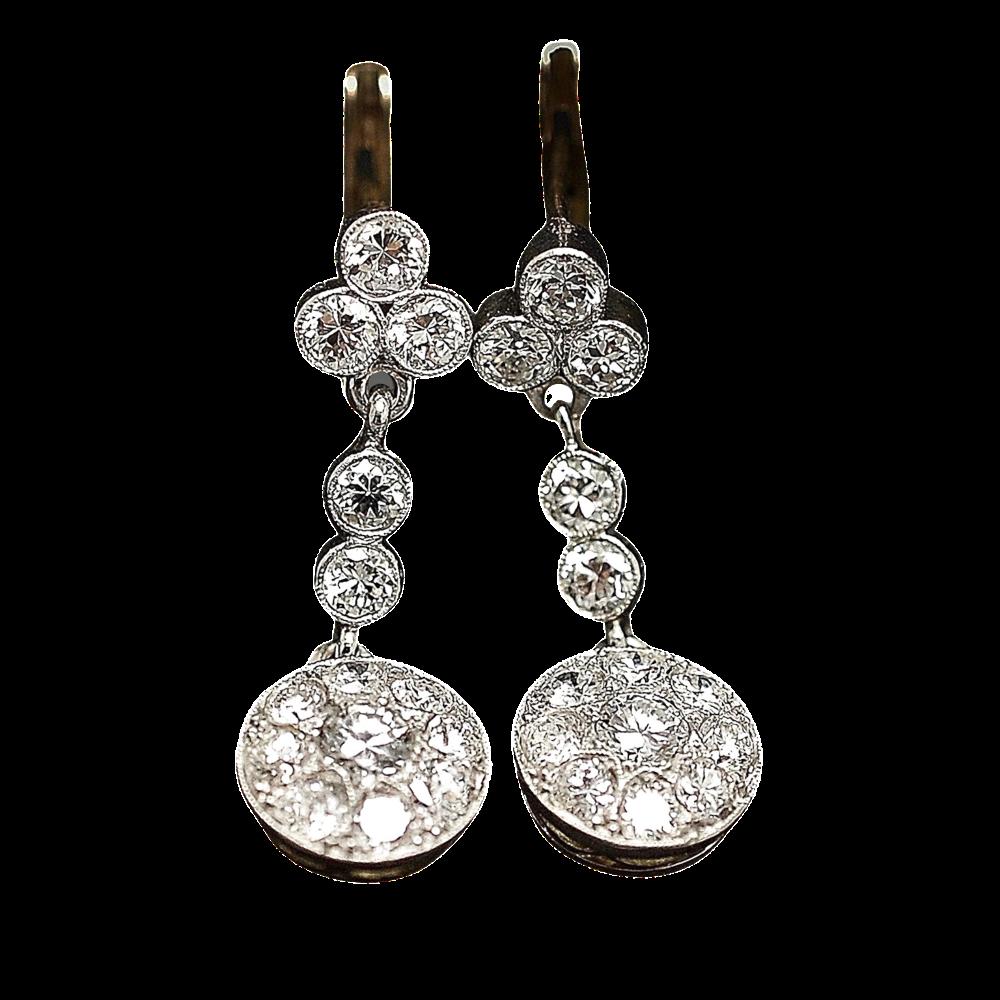 Boucles d'oreilles Dormeuses en or 18k et Platine vers 1935 avec Diamants.
