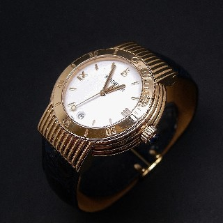 "Montre Boucheron ""Solis""  grand modèle à quartz en or jaune 18k ."