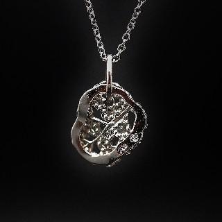 """Collier Pendentif Messika """"Link"""" de 2010 en Or gris 18k avec Diamants."""