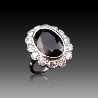 Bague entourage en Or 18K et platine vers 1950, Saphir et Diamants.