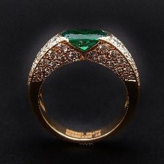 """Bague BOUCHERON """"Anais"""" or jaune 18k Emeraude 1.4 ct et diamants 1.38 ct  Taille 53."""