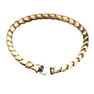 Bracelet en or jaune 18K Brossé . Poids: 13.60 gr. Saphir Cabochon.
