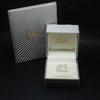 """Bague Dior """"OUI"""" . Or gris 18k de 2010 avec diamant . Taille 49 à 51."""