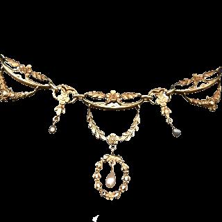Collier Draperie vers 1910 en or jaune 18k et perles fines .