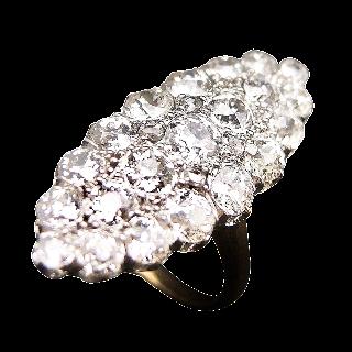 Bague Marquise en Or 18k et platine vers 1910 avec 2.4 Cts de Diamants  .