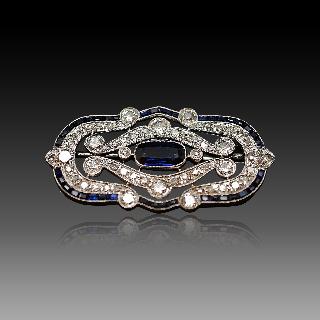 Broche en Or 18k et Platine Art Déco avec saphirs et Diamants.