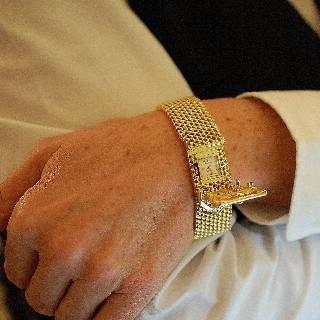Montre Bracelet Ceinture signée Rolex vers 1960 en or rose 18k mécanique.