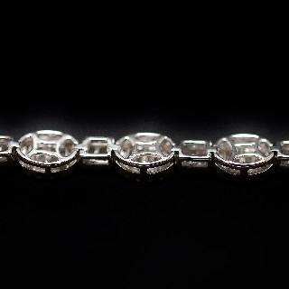 Bracelet en or gris 18 carats avec 4.09 Cts de Diamants