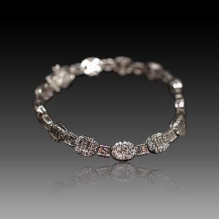 Bracelet en or gris 18 Cts avec 4.09 Cts de Diamants H-VS.