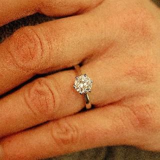Solitaire en platine avec Diamant brillant de 1.37 Cts D-VVS2 .