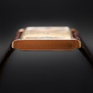 Montre Universal Geneve Vintage Carrée Or 18k mécanique Vers 1950.