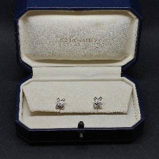 """Boucles Oreilles  Chaumet """"Lien"""" or gris 18k diamants vers 2010."""