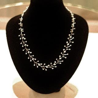 Collier en or gris 18k avec Diamants brillants  .