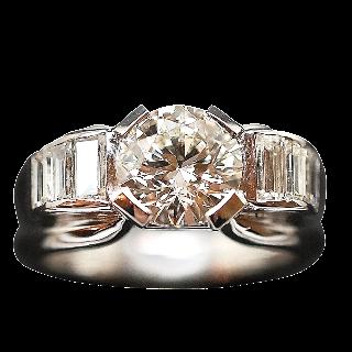Solitaire en platine avec Diamant brillant 1.54 Cts qualité J-VVS2 .