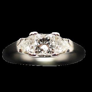 Solitaire Diamant Princesse de 0.71 Cts G-VVS2. Or gris 18k .Taille 52.
