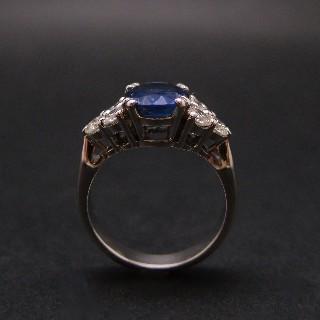 Bague Saphir Siam de 2.61 Cts + Diamants 0.80 Cts en Or gris 18k.