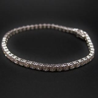 Bracelet ligne en or gris 18k avec 7.01 Cts de Diamants brillants Extrablancs.