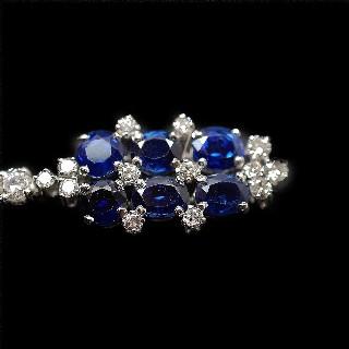 Boucles d'oreilles Pendantes en Platine avec Saphirs et Diamants.