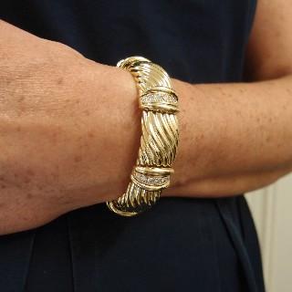 Bracelet Rigide or jaune 18k OJ.Perrin avec Diamants brillants.