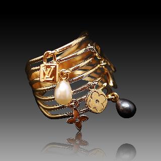 """Bague Louis Vuitton en or jaune 18k """"Monogram"""" perles de culture. taille 56"""