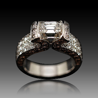 Solitaire Diamant Taille emeraude de 2.08 Cts H-VS2. Or gris 18k .Taille 52-53.
