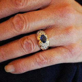 Bague en or jaune 18k avec saphir fin et diamants .Taille 51