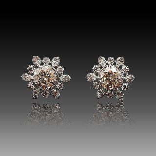 Boucles d'oreilles en Or 18k & Platine avec Diamants brillants.