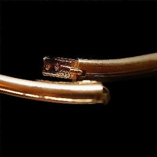 Collier rigide or jaune 18k massif avec 5.0 Cts Diamants Extrablancs.