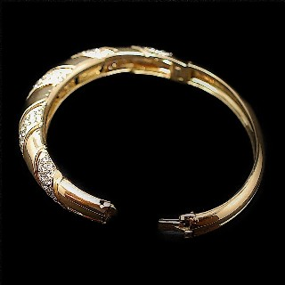 Bracelet rigide or jaune 18k massif avec 4.0 Cts Diamants Extrablancs.