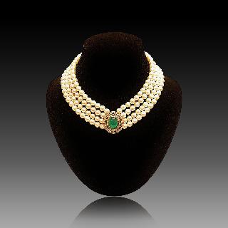 Collier de Perles de Culture 4 rangs Emeraudes et Diamants.